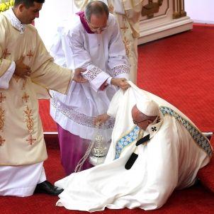 Papa Francesc caiguda polònia 28072016 (Grzegorz Michalowski EFE)