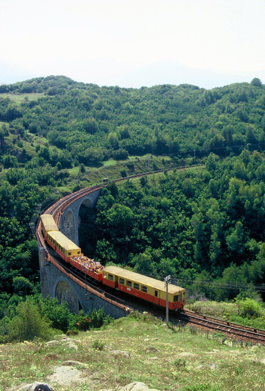 Una Escapada Que No Te Puedes Perder El Tren Groc De La Cerdanya