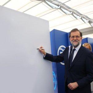 Rajoy pancarta   @Berlustinho