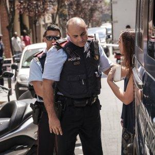 Desallotjament desnonament mossos policia Sants - Sergi Alcazar