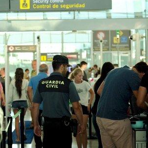La Guàrdia Civil a l'aeroport del Prat / Sergi Alcàzar