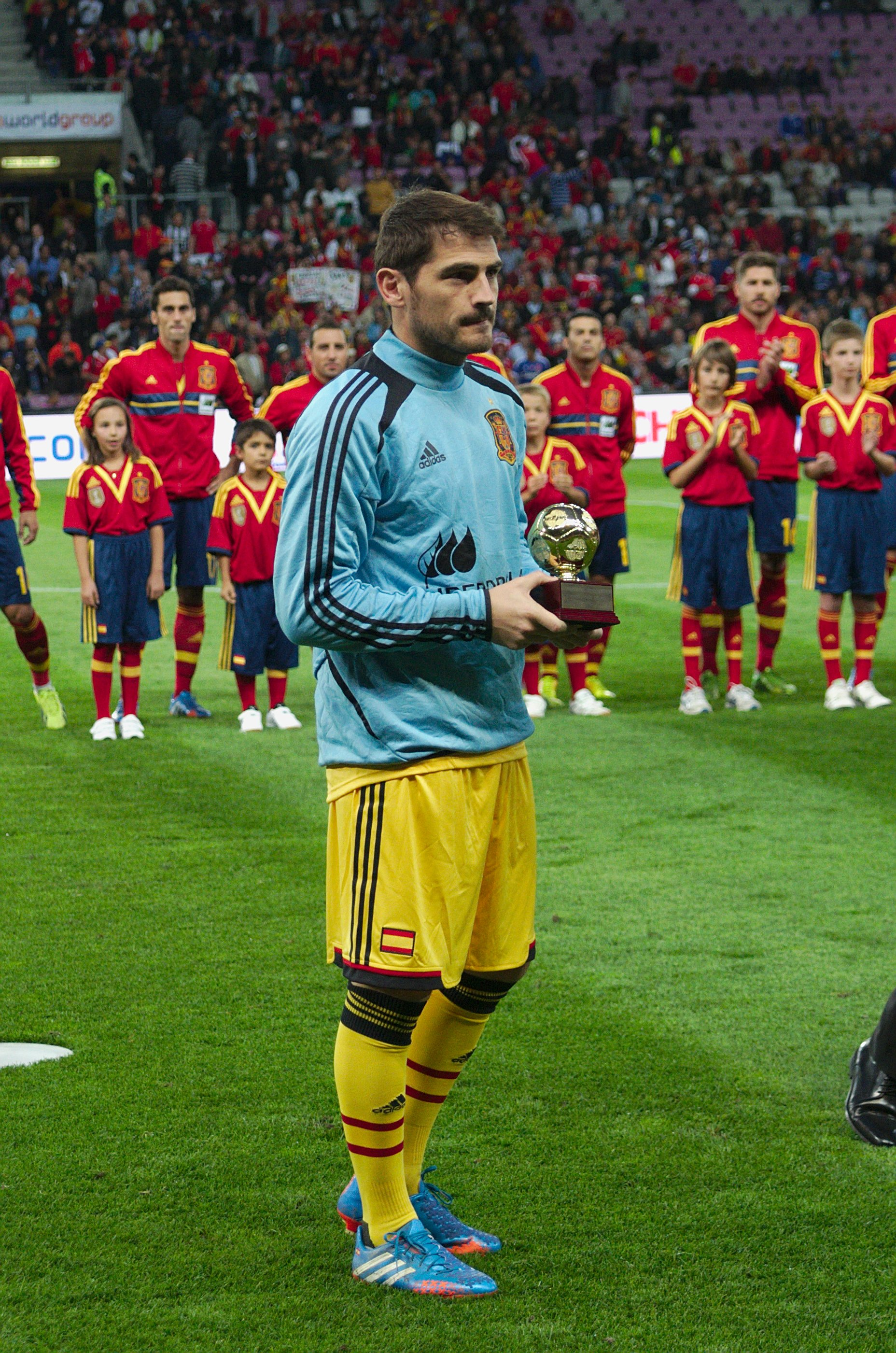 Spain   Chile   10 09 2013   Geneva   Iker Casillas 1
