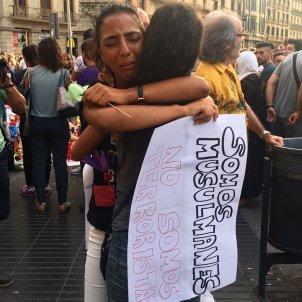Plaça catalunya musulman abraçadas