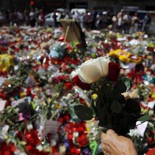 flors espelmes rambla barcelona atemptat efe