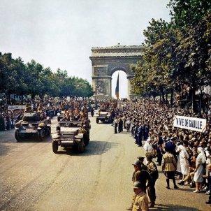 Els republicans catalans alliberen Paris. Desfilada de la Divisió Leclerc el 26 08 1944. Font Viquipèdia