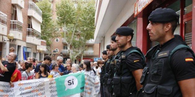 Resultado de imagen de agresividad contra la Guardia Civil en Cataluña