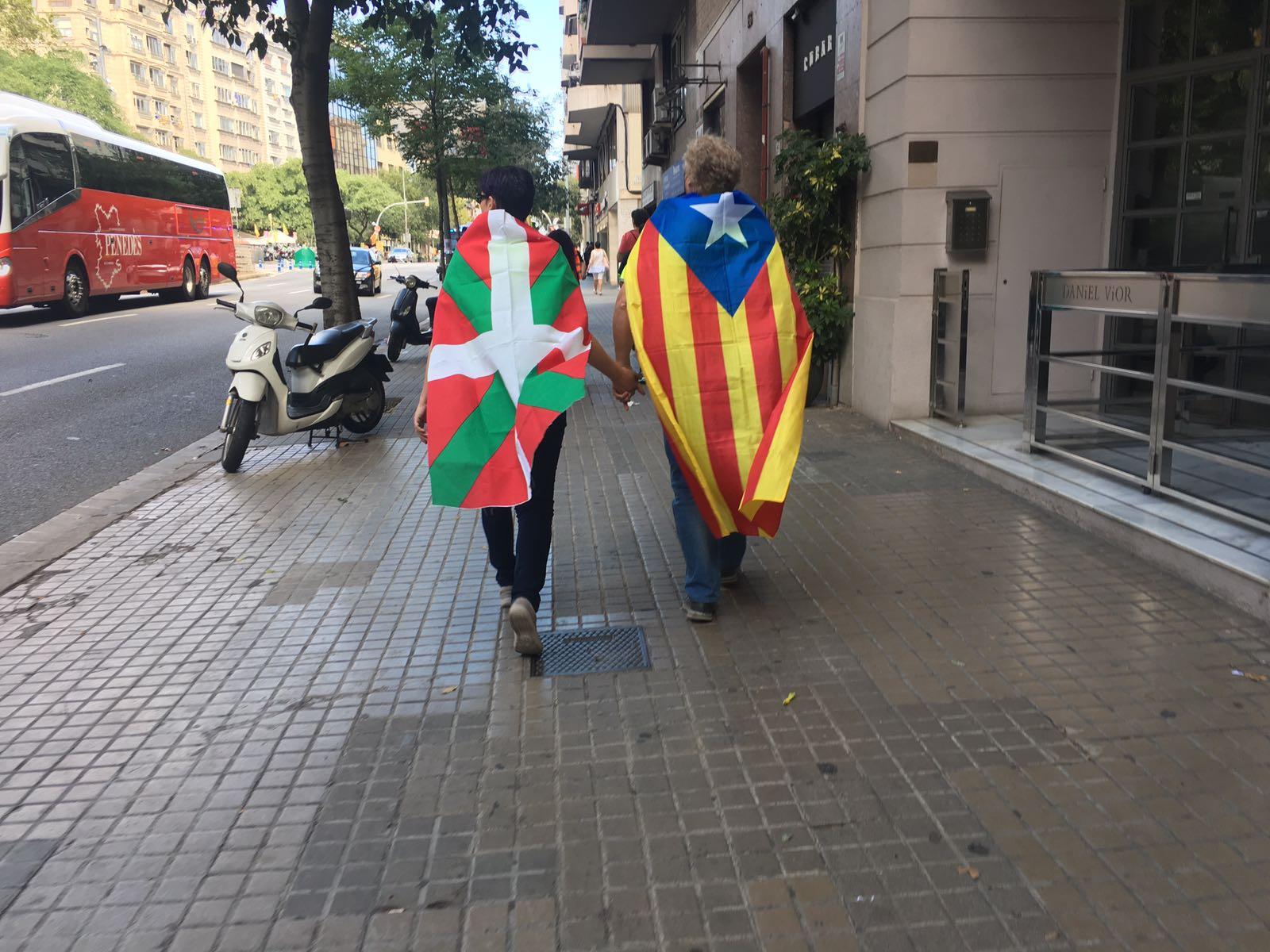 Catalunya i Euskadi manifestants / Nicolàs Tomàs