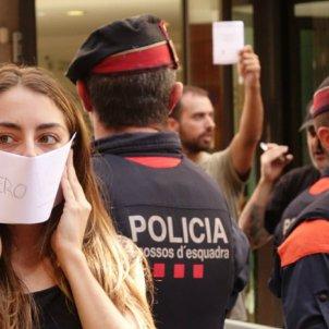 Mossos a Via Laietana / Roberto Lázaro
