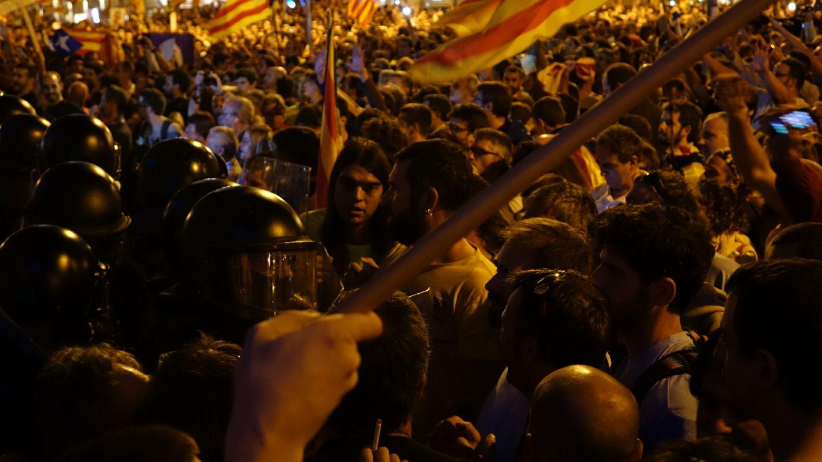 mossos manifestacio 20S economia nit - roberto lazaro