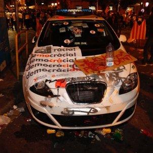 cotxe mossos concentracio economia 20S - sergi alcazar