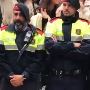 mossos ploren violència policial / EN