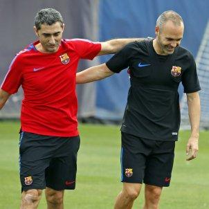 Barça Andres iniesta Ernesto Valverde entrenament   FCB