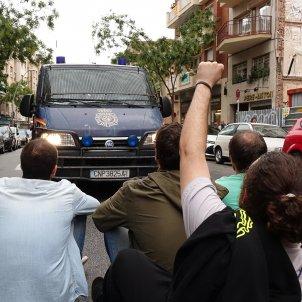 POLICIA 1-O MANIFESTANTS FURGO VIOLENCIA GUINARDÓ - ROBERTO LAZARO