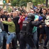 VIOLENCIA 1-O POLICIA MANIFESTANTS COL·LEGI GUINARDO - ROBERTO LAZARO