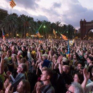 manifestacio passeig lluís companys laura gomez declaració i suspensió de la independència per part de Puigdemont DUI 08