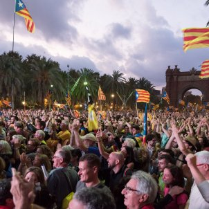 manifestacio passeig lluís companys laura gomez declaració i suspensió de la independència per part de Puigdemont DUI 09