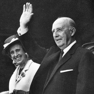 el dictador Francisco Franco i la seva dona, Carmen Polo / Viquipèdia