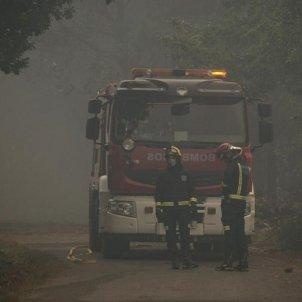bombers lluiten contra les flames a Astúries - EFE