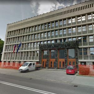 parlament eslovènia google maps