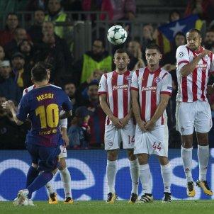 Leo Messi falta Olympiakos gol 100 europa Champions   EFE