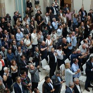 Els alcaldes aixequen la vara Roberto Lázaro