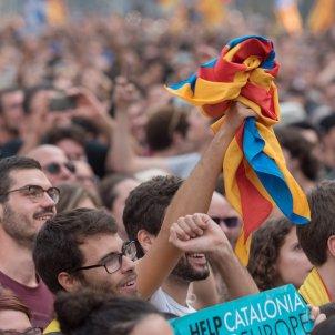 Manifestació ANC i Òmnium ciutadella suport govern i proclamació de la república DUI laura gómez (18)