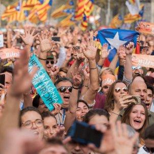 Manifestació ANC i Òmnium ciutadella suport govern i proclamació de la república DUI laura gómez (19)