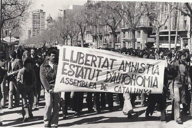 Se constituye la Asamblea de Catalunya. Manifestación Tarragona, 08 02 1976. Fuente Universidad de Barcelona