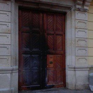 porta cremada ajuntament hospitalet llobregat