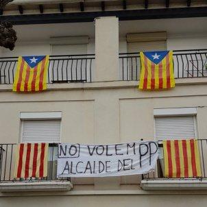 Gimenells i el Pla de la Font protesta contra l'alcalde trànsfuga Dante Pérez 20171111 (Pol P)