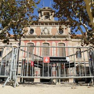 Façana parlament tanques perimetre seguretat - Sergi Alcàzar