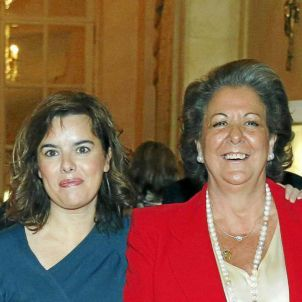 Rita Barberà Soraya Sáenz de Santamaria Forum Nueva Economia 2012 03 10 1600px