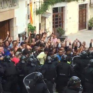 carrega policial aiguaviva referendum - acn