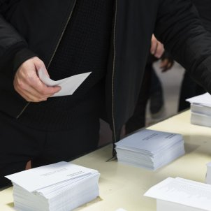 08votacions plaça universitat laura gomez