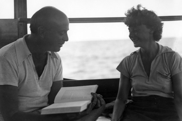 John Dos Passos reads aloud to Katy Dos Passos(?) aboard the Anita, 1932 Ernest Hemingway Photograph Collection, John F. Kennedy Presidential Library and Museum, Boston