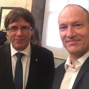 Puigdemont i diputat danés Twitter   @pelledragsted