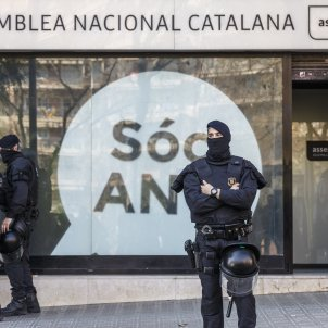 Mossos custodien escorcoll Guardia Civil - Sergi Alcàzar