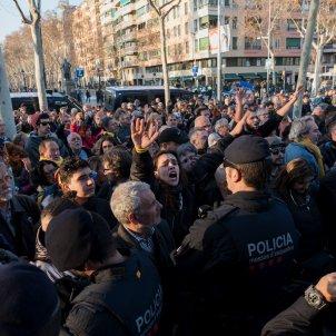 21laura gomez concentració a les portes del parc de la ciutadella