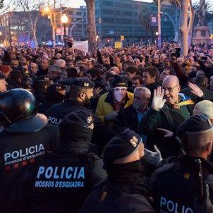 29laura gomez concentració a les portes del parc de la ciutadella carregues policials