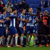 Baralla Espanyol Barça Lliga   EFE