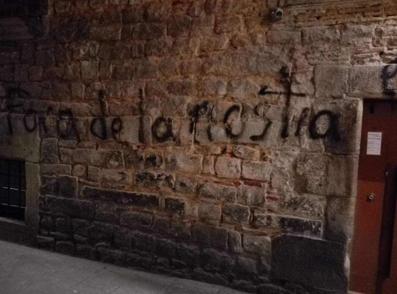 Antisemitische Graffiti an den Wänden im Jüdischen Viertel