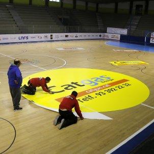 Pavelló de Santa Coloma de Gramenet, amb la publicitat groga de Catgas Energia - ACN