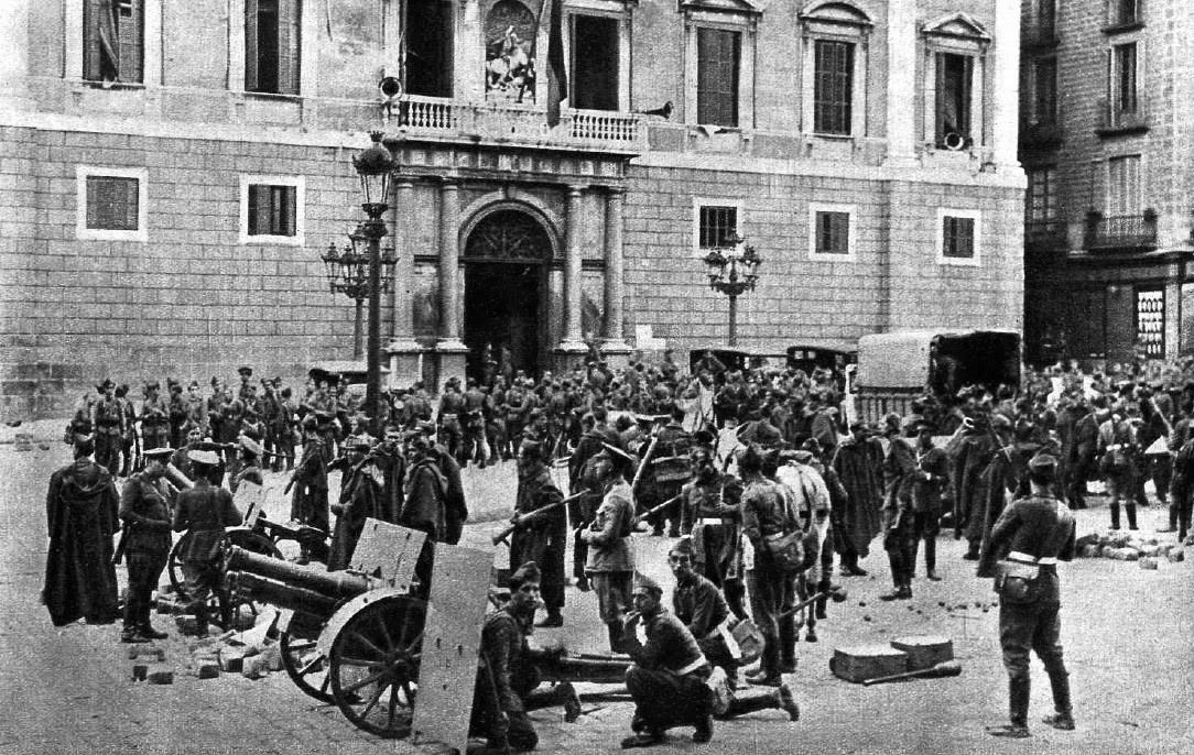 L'exercit espanyol assalta la Generalitat (1934). Font Arxiu d'ElNacional