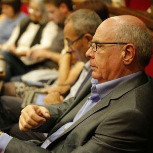 Lluís Rabell escolta el president - Sergi Alcàzar