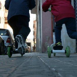 Nens amb patinet / ACN