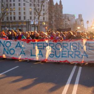 Pásalo, la primera mobilització convocada amb les noves tecnologies. Manifestació Barcelona contra els atemptats 11 M. Font Viquipedia (1)