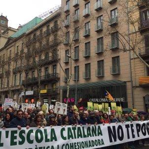 manifestació escola catalana   maria Carbó