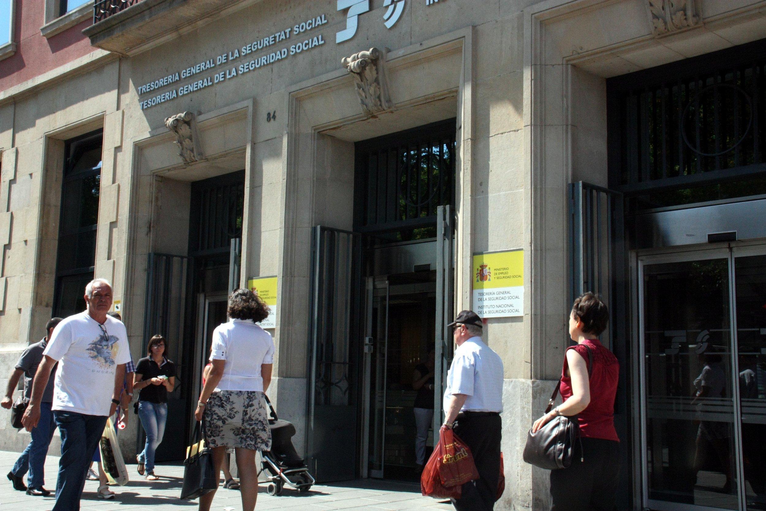 Catalunya cierra febrero con extranjeros afiliados for Oficines seguretat social barcelona
