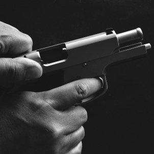 'verdugos impunes' franquisme pistola pixabay
