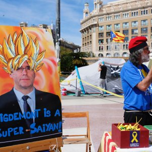 acampada independentista placa catalunya sergi alcazar (4)